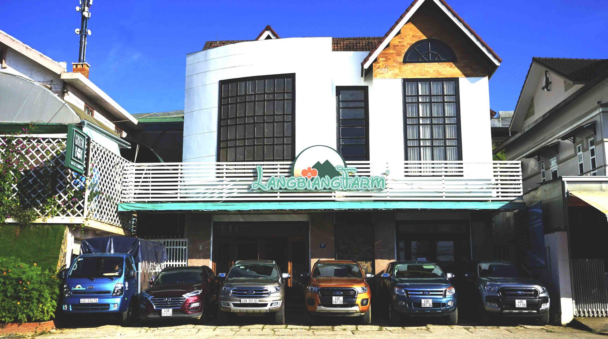 Mặt trước trụ sở công ty Langbiang Farm